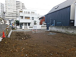 新宿区大京町 建築条件なし土地