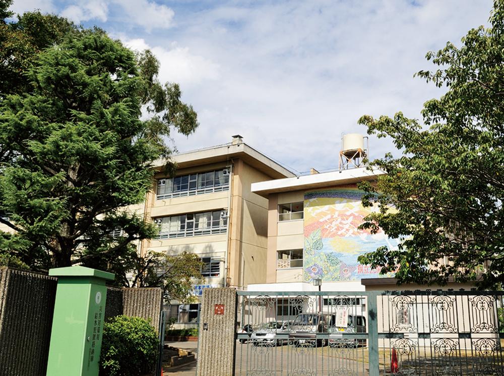 市立有馬中学校 約1,910m(徒歩24分)※1