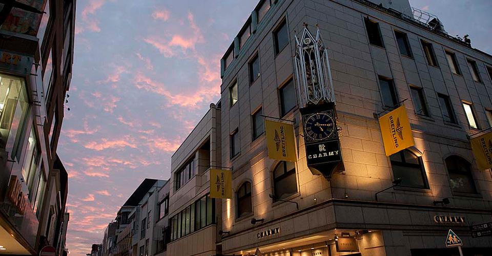 元町ショッピングストリート 約470m(徒歩6分)