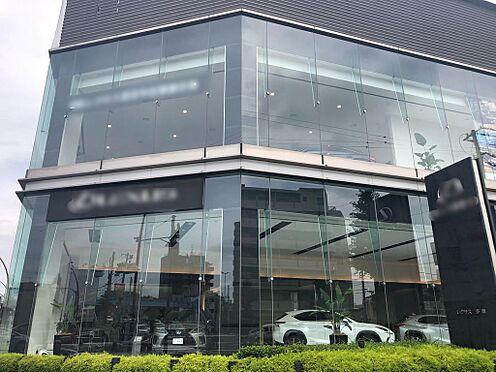 店舗事務所(建物一部)-多摩市関戸3丁目 当物件から50mの距離にある高級車ショールーム。