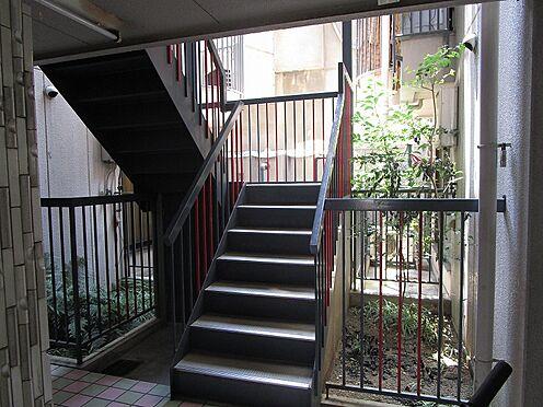一棟マンション-大阪市東住吉区今川7丁目 マンション内の共有の階段です