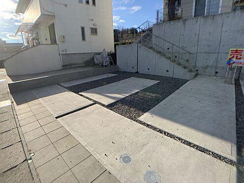 戸建賃貸-豊田市鴛鴨町下高根 並列2台駐車可なので、乗り降りもラクラクしていただけます。