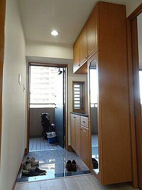 マンション(建物一部)-北九州市小倉南区中曽根1丁目 玄関収納有り。
