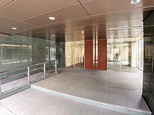 区分マンション-名古屋市西区稲生町字杁先 シンプル且つモダンなエントランス&ホール。ゆとりを感じさせる上質で明るい空間が住まう人や訪れる人を心地よく迎え入れてくれます