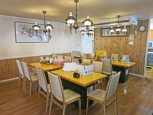 店舗付住宅(建物全部)-北佐久郡軽井沢町大字長倉 店舗部分のテーブル席。