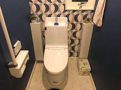 中古一戸建て-名古屋市瑞穂区仁所町1丁目 1階トイレ 洗浄便座付き 壁紙もおしゃれな空間