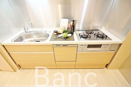 中古マンション-中野区南台5丁目 広く使いやすい3口コンロのキッチンです。