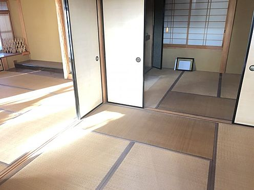戸建賃貸-岡崎市井田町字茨坪 板の間の付いたゆとりの和室