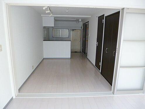区分マンション-新宿区馬場下町 ゆったり過ごせる居間です