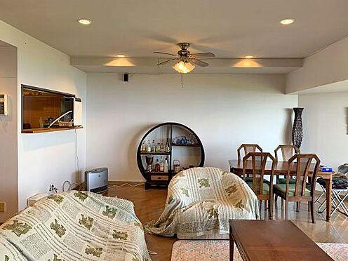 中古マンション-伊東市川奈 〔リビング〕奥にはキッチンがございます。
