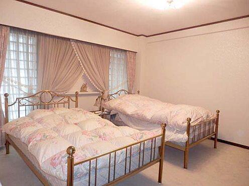 中古マンション-伊東市富戸 洋室約12.4帖の寝室となっています。