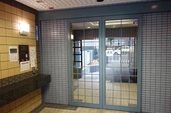 マンション(建物一部)-大阪市天王寺区大道3丁目 エントランスにはオートロック付き。