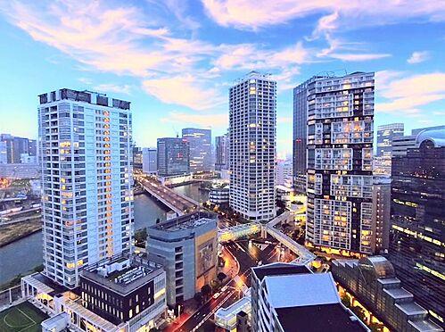 中古マンション-横浜市神奈川区栄町 バルコニーからはみなとみらい地区や横浜の夜景を一望できます