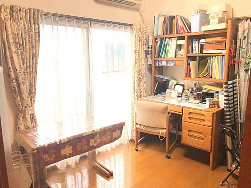 中古マンション-豊田市寿町7丁目 勉強机を置いても十分に余裕のある広さです。