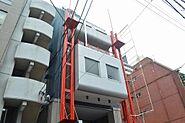 中区新栄に佇む赤い塗装がアクセントになる商業ビル。