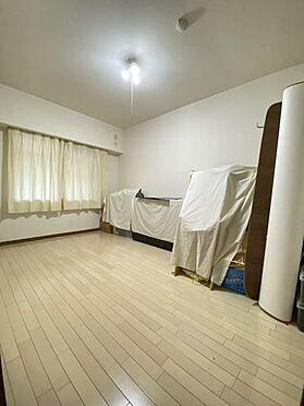中古マンション-名古屋市名東区植園町1丁目 7帖ある洋室。収納も充実。