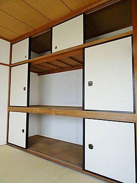 建物全部その他-寝屋川市木屋元町 和室には収納スペースもたくさんあるので物が増えてしまっても安心ですね