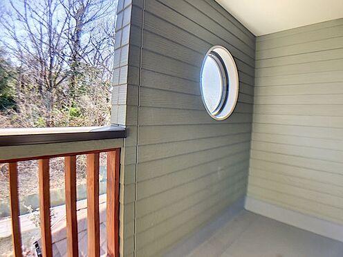 新築一戸建て-名古屋市守山区小幡北 ゆとりあるバルコニーで洗濯物も安心です。