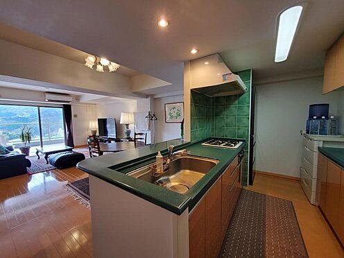 中古マンション-足柄下郡湯河原町宮上 キッチンも開放感があるオープン式システムキッチンです。