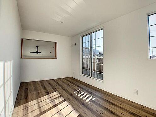 新築一戸建て-名古屋市守山区小幡北 吹き抜け部分に面したお部屋。