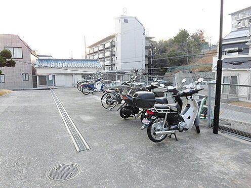 マンション(建物一部)-神戸市垂水区上高丸1丁目 広々とした駐輪場やバイク置場があり、便利です。