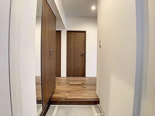 中古マンション-名古屋市名東区名東本町 姿見、収納を完備した玄関で朝の準備も楽々!