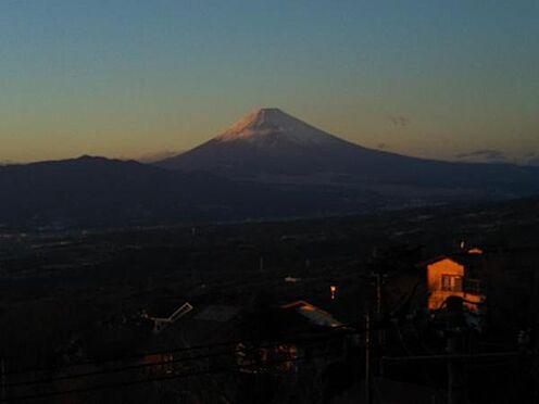 中古一戸建て-伊豆の国市奈古谷 室内より真正面に富士山を望む。