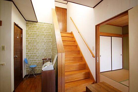中古一戸建て-熱海市上多賀 2階の玄関前を撮影した写真です。登記簿上は2階建てですが、実際は3階建てのような作りです。