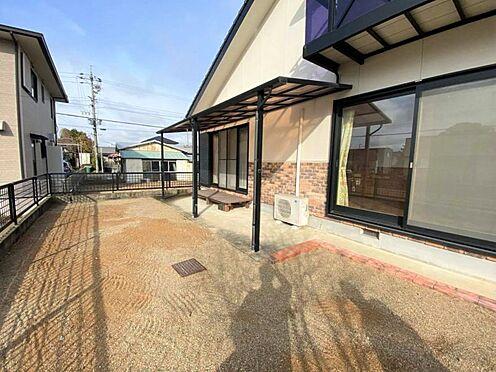 中古一戸建て-江南市曽本町幼川添 広々とした南側お庭スペースではBBQ等もお楽しみいただけます。