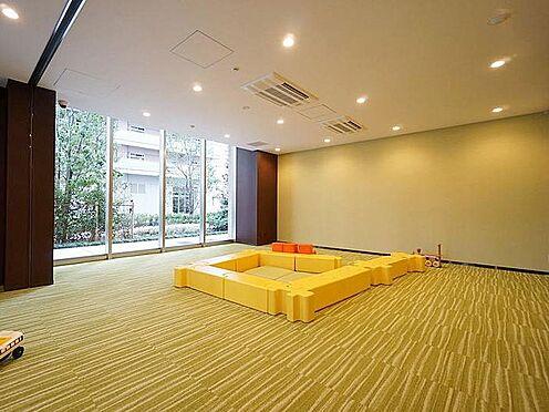 中古マンション-品川区東品川4丁目 キッズルームです。茶室が併設されており、和室でくつろぐことができます。また、仕切り壁が透明なので、カ