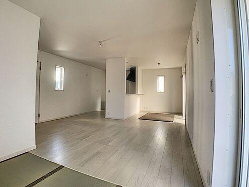 新築一戸建て-名古屋市守山区新守山 19.25帖の広々とした明るいリビングです。