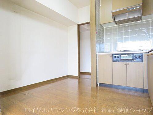 中古マンション-稲城市長峰3丁目 キッチン背面側も広々としていて、お料理がはかどります。
