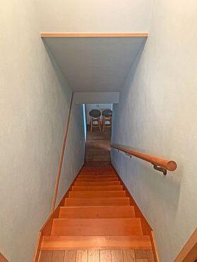 中古一戸建て-伊東市赤沢 ≪階段≫ 地下の増築部分への階段。