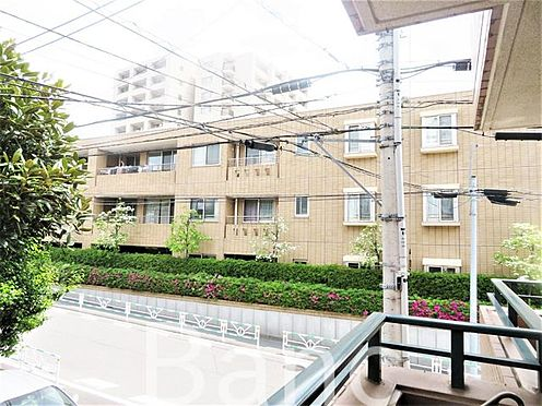 中古マンション-渋谷区初台2丁目 所在階は1階表記ですが、2階相当の高さなので人の目が気になりません