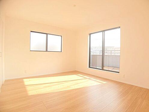 新築一戸建て-福岡市城南区樋井川4丁目 光が十分入るように計算された窓です。