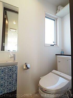 戸建賃貸-浦安市東野3丁目 窓付きの明るいトイレ。手洗い設備有り(1F)。