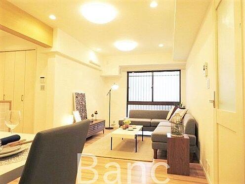 区分マンション-横浜市保土ケ谷区和田2丁目 ナチュラルカラーのフローリングのお部屋は、温かみを感じさせリラックスをもたらす効果があります。