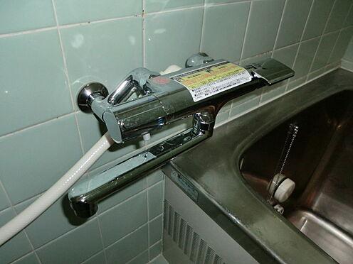 戸建賃貸-熊谷市江南中央3丁目 浴室サーモシャワー水栓なので温度調節が楽です。シャワーホースです。