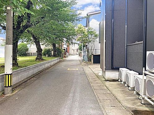 アパート-福岡市博多区吉塚1丁目 前面道路です。
