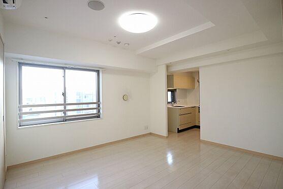 区分マンション-台東区日本堤2丁目 約10,8帖のリビングダイニングキッチン 10階南西向きの窓からは開放的な眺望です