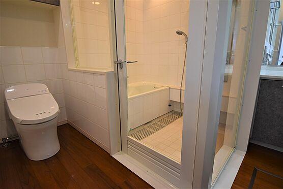中古マンション-渋谷区神宮前2丁目 クリアガラスの浴室