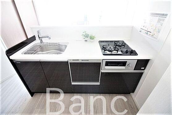 中古マンション-世田谷区赤堤1丁目 食器洗浄機付きシステムキッチン3口ガスコンロ、グリル付きでお料理も捗ります