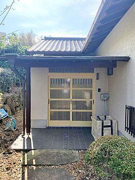 中古一戸建て-伊東市富戸 玄関 踏み石を歩みながら、和風の玄関に。