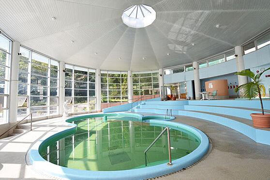 リゾートマンション-熱海市熱海 冬場でも行っている屋内プールは多くの方がご利用しています。