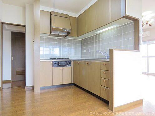 中古マンション-稲城市長峰3丁目 家事同船に優れたL型システムキッチンです。