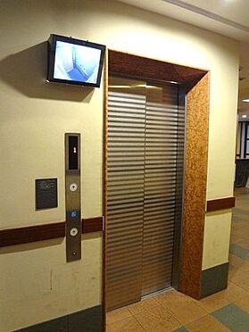 マンション(建物一部)-大阪市港区市岡1丁目 エレベーターには防犯カメラもあり安心です。