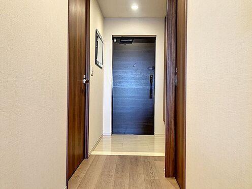 区分マンション-東海市高横須賀町御洲浜 収納力のあるシューズボックス付きの玄関です!