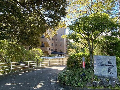 中古マンション-伊東市八幡野 【外観】マンション入り口、駐車場は無料です。
