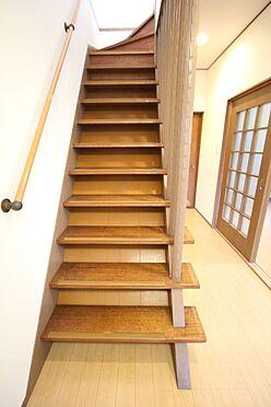 中古一戸建て-橿原市菖蒲町3丁目 階段の壁を取り払い圧迫感を解消。広々とした印象になっております。