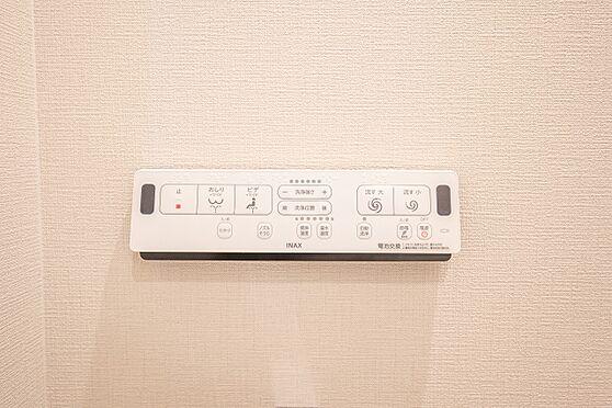 中古マンション-渋谷区代々木2丁目 操作パネル/冬でも便座が温かい温水洗浄便座付